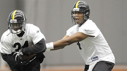 Byron Leftwich, right, took most of the snaps during the team's three days of organized team activities at their South Side practice facility last week.