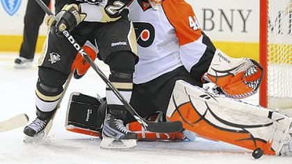Flyers goalie Michael Leighton stops a shot by Matt Cooke last night at Mellon Arena.