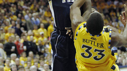 Pitt Travon Woodall is charged with an offensive foul against Marquette&#039;s Jimmy Butler in the second half of last night&#039;s game in Milwaukee.