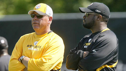 Steelers head coach Mike Tomlin, right, and offensive coordinator Bruce Arians watch practice.