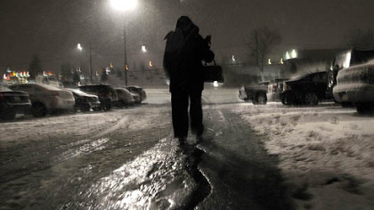 The big snow starts in earnest Friday night, as last minute shoppers at the Cranberry Mall head home.
