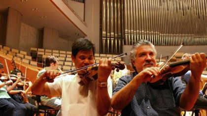 Pittsburgh Violinist Christopher Wu, left, and concertmaster Andres Cardenes warm up in May 2009 at the National Centre for the Performing Arts in Beijing.
