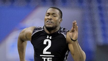 Pitt tight end Dorin Dickerson runs the 40-yard dash Saturday at the scouting combine in Indianapolis.