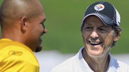 Fresh off his induction to the Pro Football Hall of Fame, defensive coordinator Dick LeBeau talks with James Farrior.