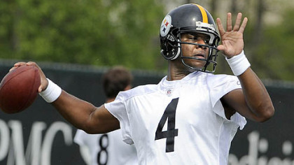 Steelers quarterback Byron Leftwich, above, took snaps with the first team for all five minicamp practices.