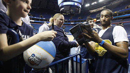 West Virginia's Da'Sean Butler signs autographs for fans.