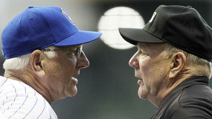 Brewers manager Ken Macha argues a call with first base umpire Bob Davidson during the fifth inning.