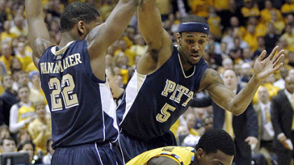 Marquette&#039;s Darius Johnson-Odom, tries to cut between Pitt&#039;s Brad Wanamaker and Gilbert Brown in the first half.