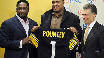 Steelers first-round draft pick Maurkice Pouncey poses with head coach Mike Tomlin and president Art Rooney II during a press conference at the team&#039;s South Side facilities, Friday.