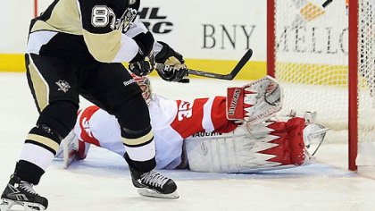 Sidney Crosby scores the winning goal in the shootout against Red Wings goalie Jimmy Howard Sunday at Mellon Arena.