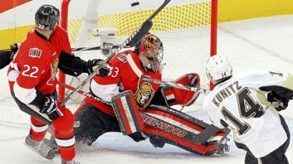 Chris Kunitz beats Ottawa's goalie Pascal Leclaire to put the Penguins up, 6-3, late in the second period. Chris Kelly tries to help for the Senators.