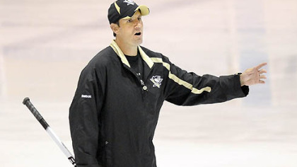 Wilkes-Barre/Scranton Penguins head coach Todd Reirden instructs during the team's development camp.