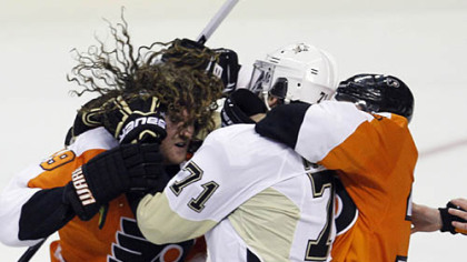 Evgeni Malkin (71) and the Flyers' Scott Hartnell get tangled up during a fight in the third period Sunday in Philadelphia.