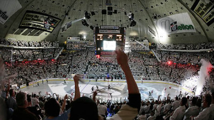 The Penguins will play their final regular season game at Mellon Arena tonight.