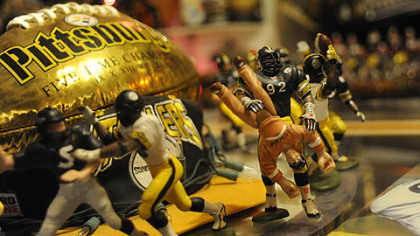 More hand-painted miniatures. No. 92 is body-slamming a Browns fan. Several years ago, linebacker James Harris (who wears 92) did just that to a drunken Browns fan who ran onto the field.