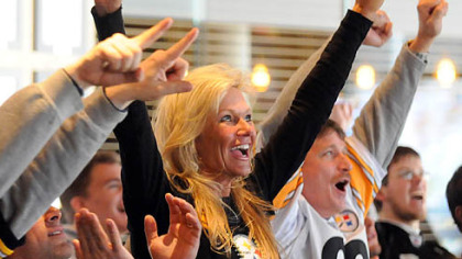 Diane Mackie of Washington, Pa., and other Steelers fans cheer at Jerome Bettis' Grille 36 on the North Shore during yesterday's game.