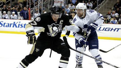 Penguins captain Sidney Crosby battles for a puck with Maple Leafs forward Phil Kessel during Wednesday's game at Consol Energy Center.