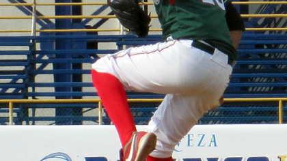 Luis Heredia pitches against South Korea in an international tournament Aug. 19 in Mazatlan.