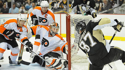 Penguins captain Sidney Crosby loses control of the puck in front of Flyers goaltender Sergei Bobrovsky.