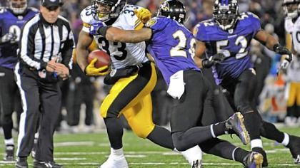 Steelers running back Isaac Redman scores the winning touchdown against the Ravens late in the fourth quarter Sunday at M&T Bank Stadium in Baltimore.