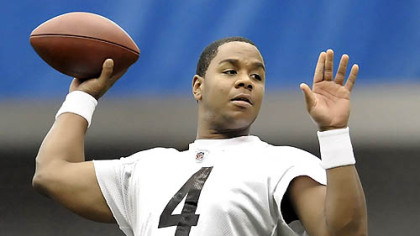 Steelers quarterback Byron Leftwich is sidelined due to a sprained MCL in his left knee.