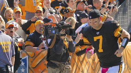 Quarterback Ben Roethlisberger heads onto the field for his first game since being suspended four games for violating the league&#039;s personal conduct policy.