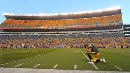 Steelers quarterback Ben Roethlisberger takes a knee and prays before the start of last week&#039;s game against the Carolina Panthers at Heinz Field.